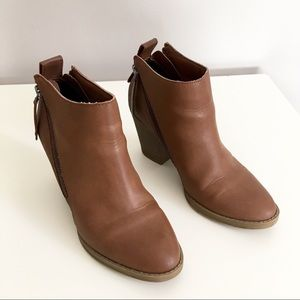Dolce Vita Ankle Boots, size 6